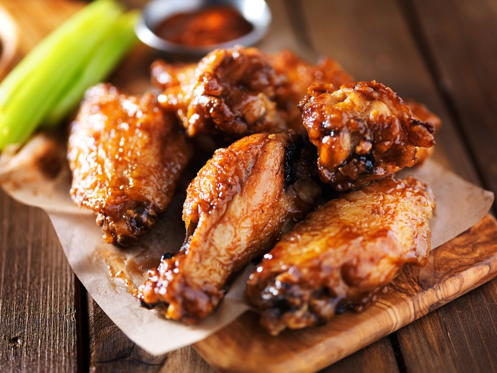 barbecue chicken wings with celery