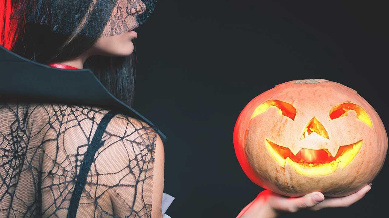 bucks-blog_best-adult-activities-in-philadelphia-on-halloween-by-Pilin_Petunyia